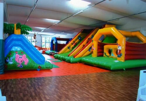 ASD L'ISOLA CHE NON C'ERA: parco giochi gonfiabili per bambini sale per compleanni